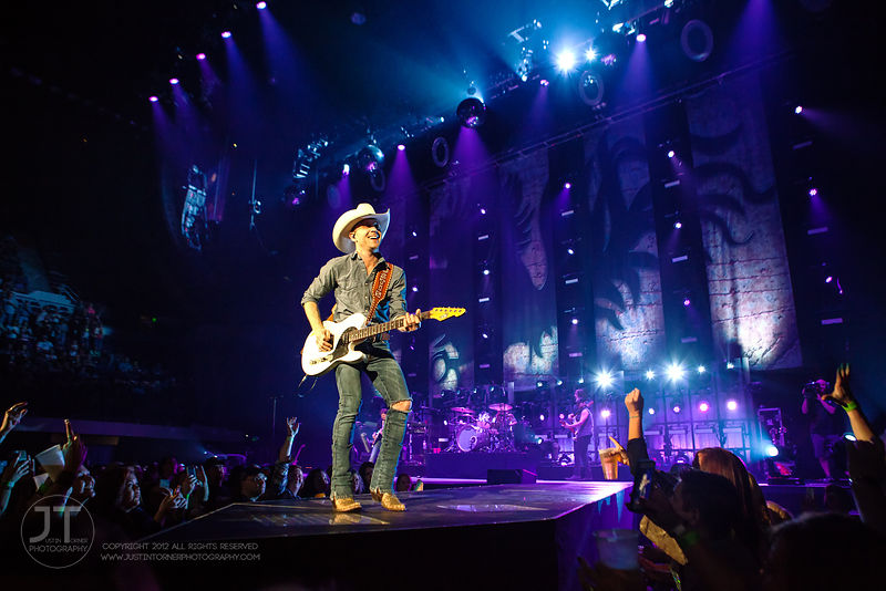 Hoopla - Justin Moore, US Cellular Center, March 14, 2015