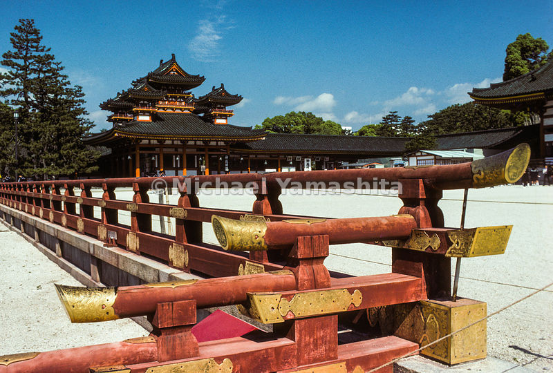 The gorgeous Heian Jingu was built in Kyoto in 1895 to mark the 1,10oth anniversary of the founding of the city. It is a redu...