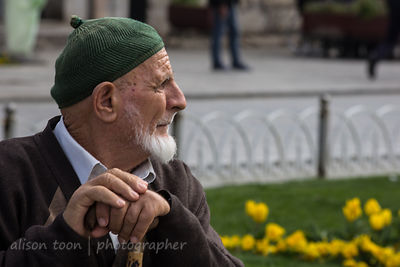 Man with white beard and green hat, Istanbul