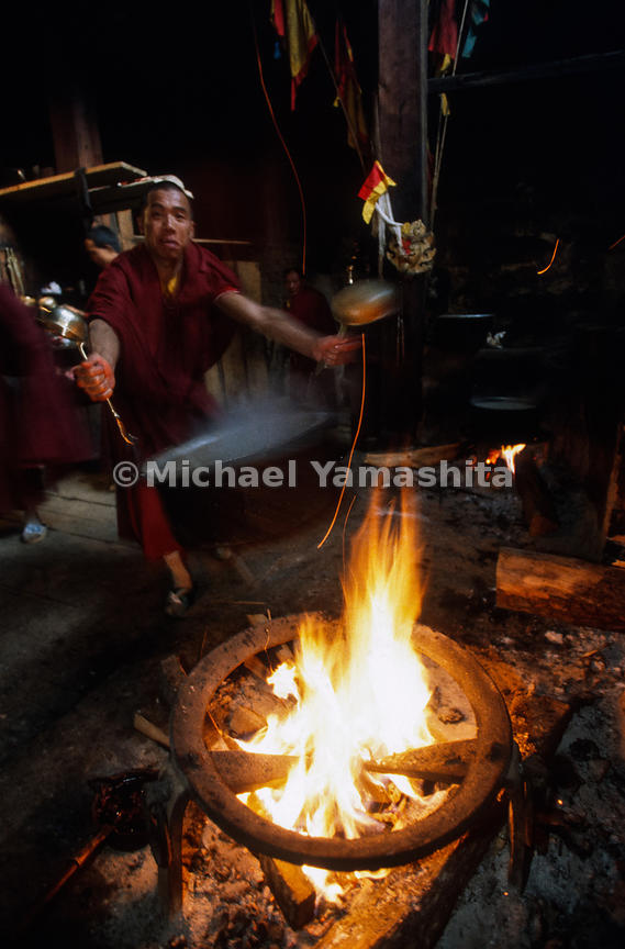 Songzanlin Lamasery also known as Guihua Monastery. The biggest in Yunnan Province, over 800 lamas. Making yak butter tea..Zh...