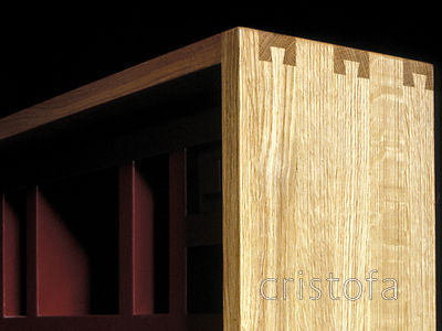 the joint on the corner of the oak and lacquered desk