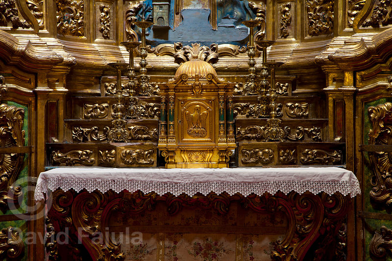 Deeply rooted in Christian imaginary, the Pelican symbol can be seen in the Altar of the Sant Llorenç de Morunys Church