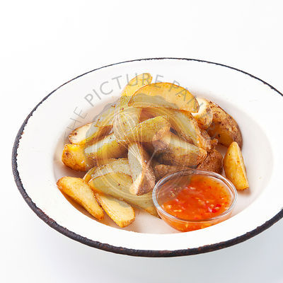 "Fried potato ""country-style"" with sauce"