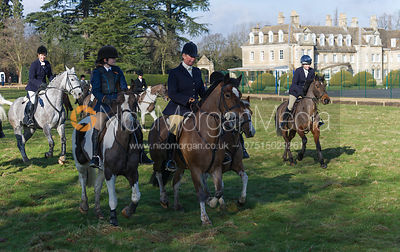 Cottesmore Hunt followers leaving the meet
