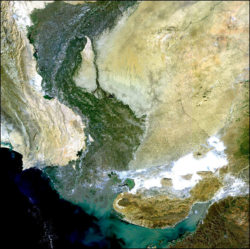 EARTH Indus Delta / Pakistan / India -- 7 January 2003 -- This Medium Resolution Imaging Spectrometer (MERIS) image shows the...