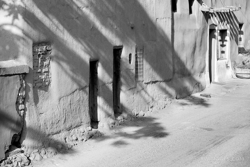 OLDEST HOUSE SANTA FE NEW MEXICO BLACK AND WHITE