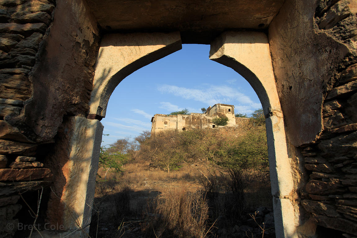 Abandoned 500-year-old fort above Rajgarh village, Rajasthan, India. One of the largest old forts in the Pushkar region.