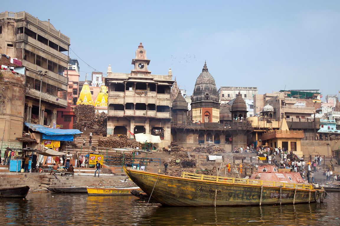 Burning ghat (crematorium) on the Ganges River, Varanasi, India.
