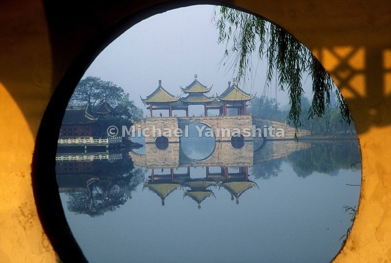 Lake Shouxi in Yangzhou is a series of bridges, man-made islands and pavilions.