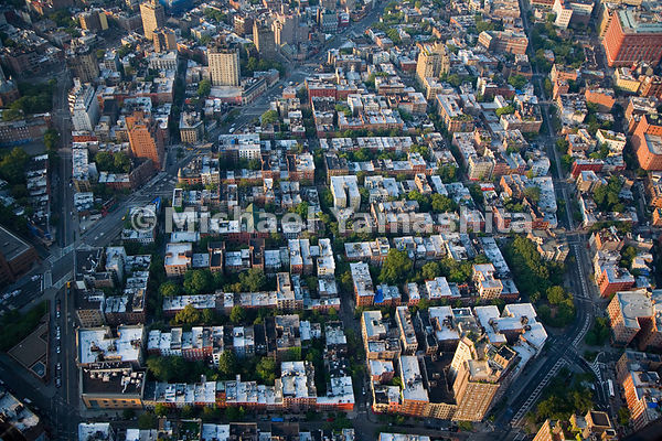 Greenwich Village is one of the few places in Manhattan that does not conform to the grid pattern, with streets and alleys th...