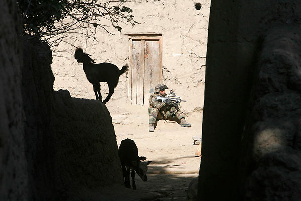 2008. patrol in the village of Amaskhel, Bedraou Valley kapisa province with le8ème RPIMA.