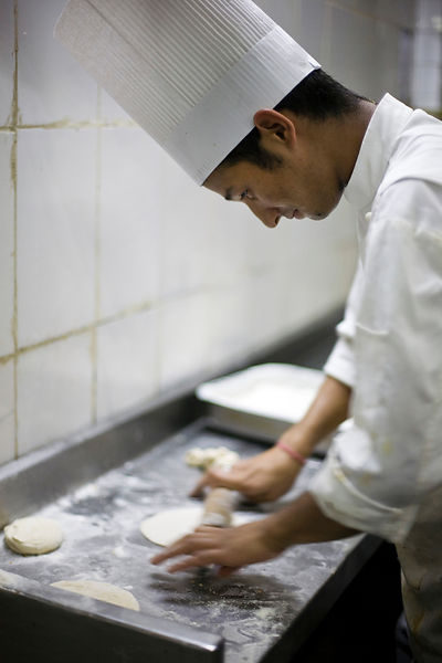 India - Delhi - A chef rolls chapati at the Village Restaurant in Siri Fort