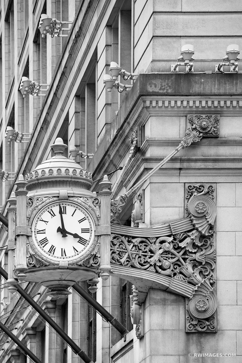 MACY'S CLOCK MARSHALL FIELDS CLOCK STATE STREET CHICAGO ILLINOIS BLACK AND WHITE VERTICAL