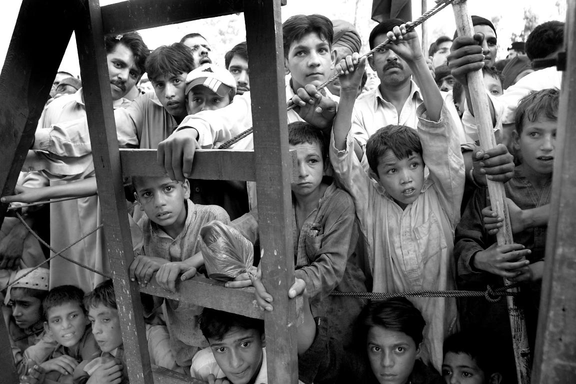 "September 2001. Peshawar. Children watch a pro-Taliban rally of the fundamentalist movement ""Jamiat Islami Taloba"" 2001. Pesh..."