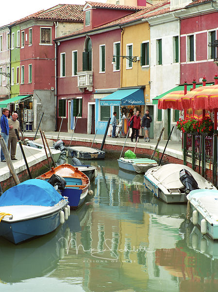 Italy_Venice_Burano_two_guys_talking