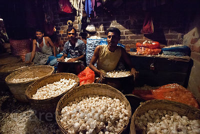 Onions for sale at the Kole wholesale vegetable market, Bowbazar, Kolkata, India. Kole is one of the largest veg markets in I...