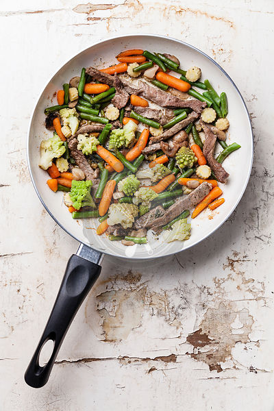 Stir fry vegetables with beef