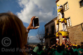 Women taking pictures of the Castellers de Solsona human tower, phone, cell phone, mobile phone