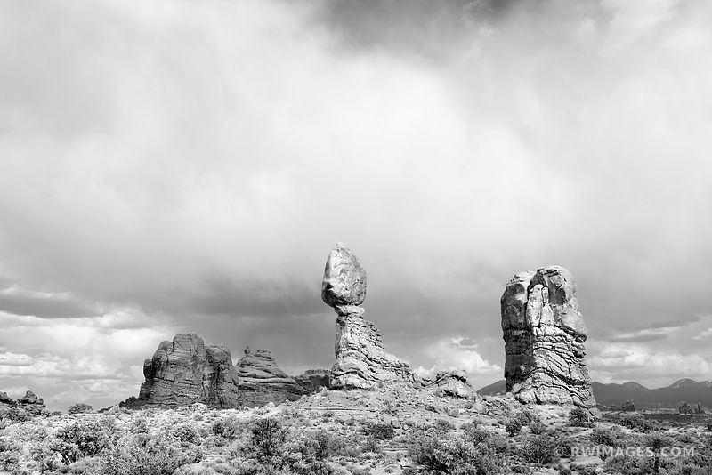 BALANCED ROCK ARCHES NATIONAL PARK UTAH BLACK AND WHITE