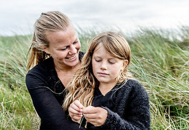 Danish mother and daughter in the dunes in Thy 2