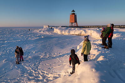 Charlevoix_Lighthouse_frozen_lake_crop_0707