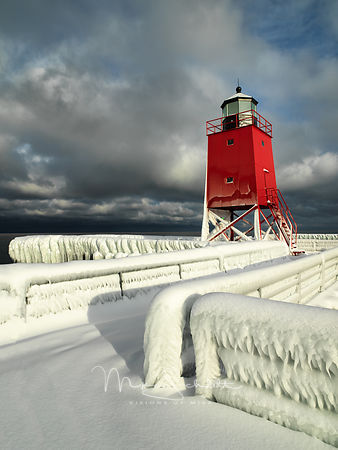 Charlevoix_lighthouse_Frozen_nik_sky_0113
