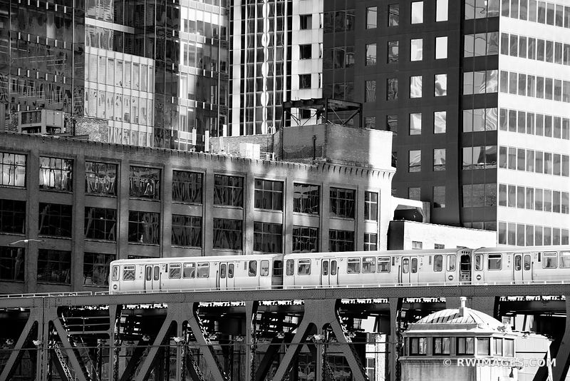 EL TRAIN CHICAGO ELEVATED TRAIN CHICAGO ILLINOIS BLACK AND WHITE
