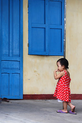 Vietnam---girl---dress---ki