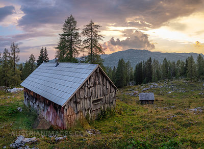 Austria, Ausseer Land, Wooden huts in the mountains