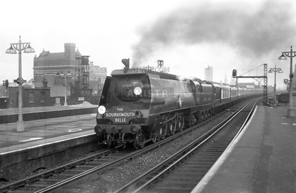 PHOTOS OF UNMODIFIED (UNREBUILT) MERCHANT NAVY (MN) CLASS 4-6-2 SR STEAM LOCOS