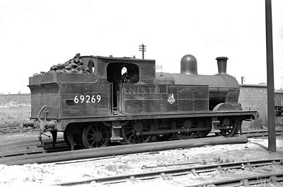 PHOTOS OF EX-LNER N5 CLASS 0-6-2T STEAM LOCOS
