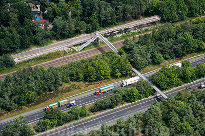 Fiets- loopbrug over de A28