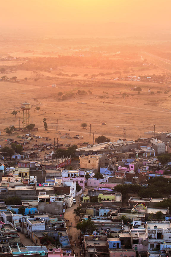Hazy setting sun over the sands of the Thar Desert, Pushkar, Rajasthan, India