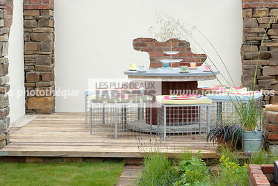 Terrasse en bois. Réalisation : Institute of Technology Blanchardstown, Dublin, Irlande