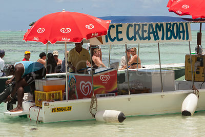 Creamboat for tourists Mauritius