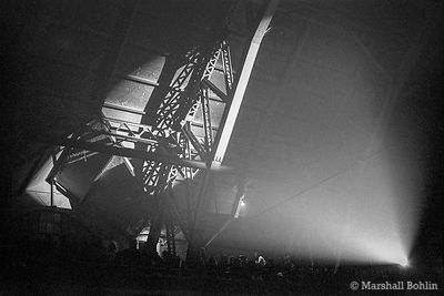 Spill lights in the roof trusses, Grateful Dead   Chicago Coliseum 1970