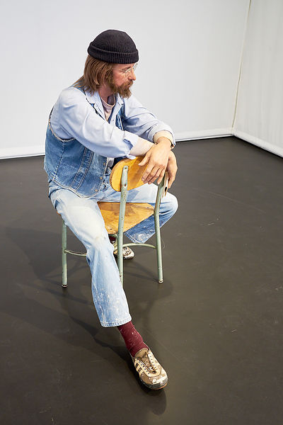© Duane Hanson, Seated Artist 1971