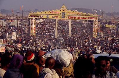 India - Allahbad - Pilgrims arriving with their belonging at the Kumbh camp, Ardh Kumbh Mela 1995, Allahbad, India