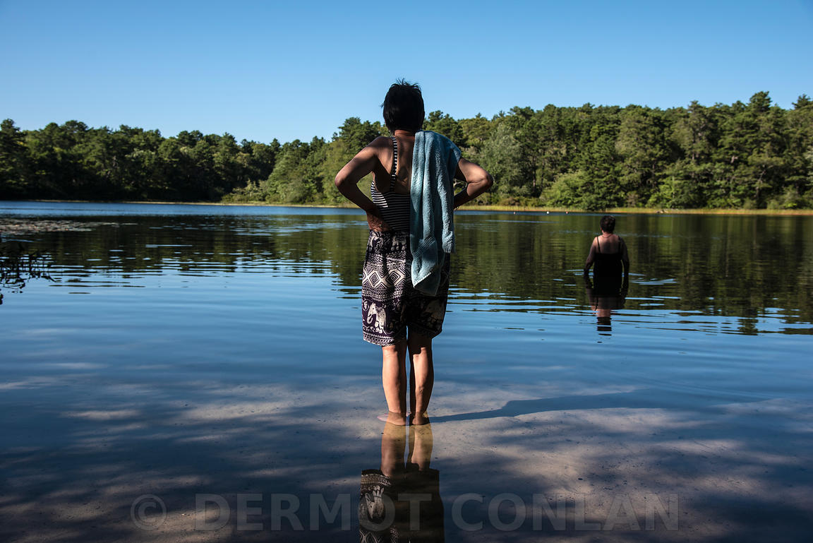 KETTLE POND SWIMMERS, WELLFLEET, CAPE COD, MA, USA