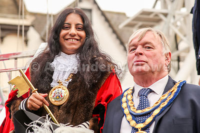 Banbury Town Mayor Cllr Shaida Hussain & Cherwell District Council chairman Cllr Maurice Billington with the Banbury Fair Gol...