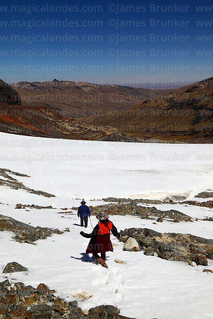 Hikers descending the Cerro Wila Mankilisani glacier, Cordillera Real, Bolivia