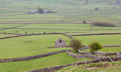 Stone barn near Wardlow Mires