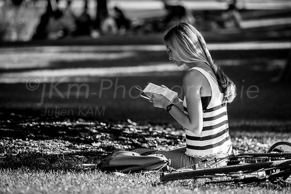 Street Photo - Lectrice du parc