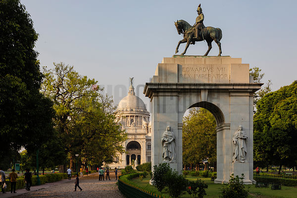 Statue of Edward VII on a Triumphal Arch on the South Side of the Victoria Memorial