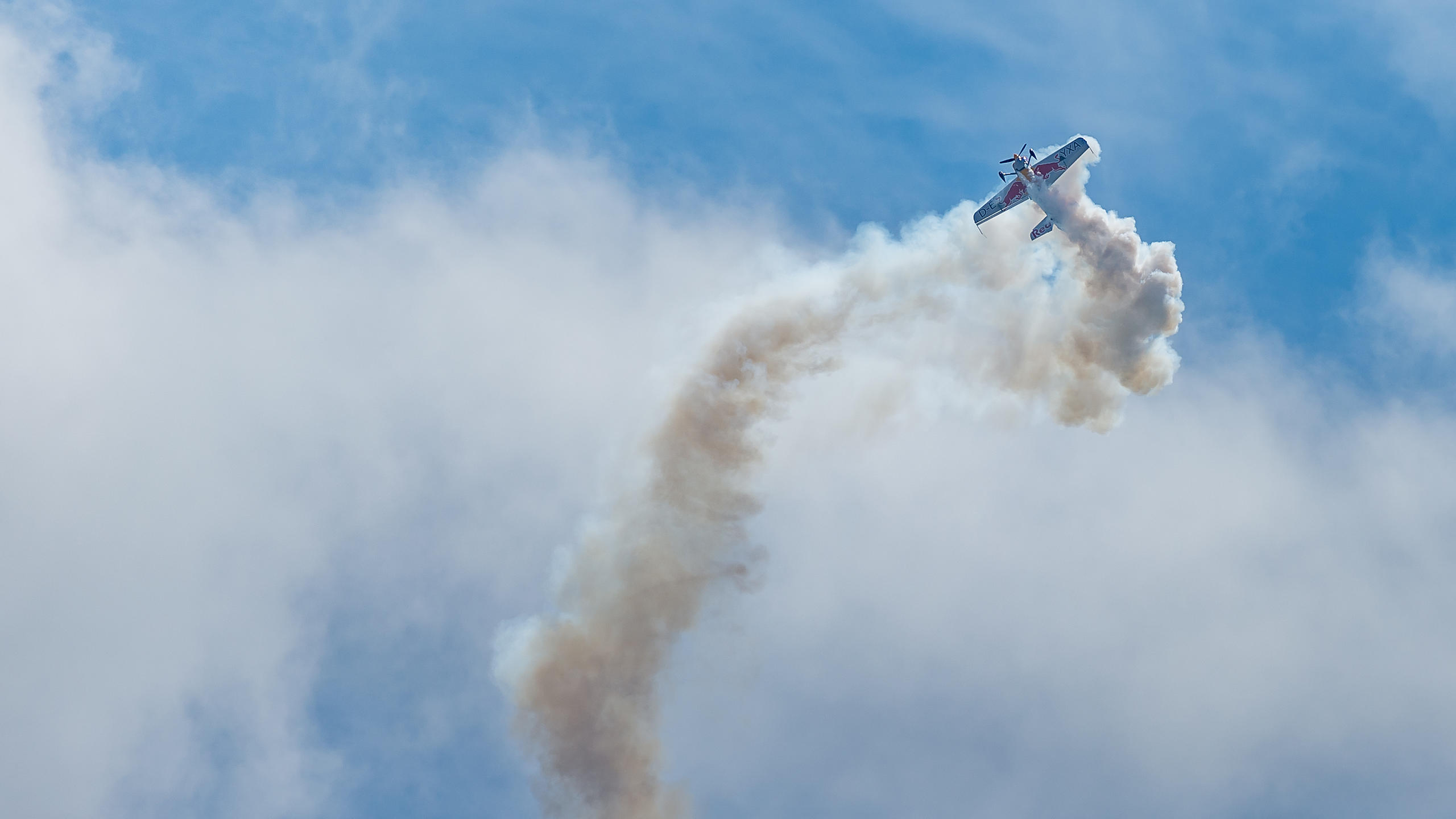 Redbull Stunt Plane in Engine Freefall
