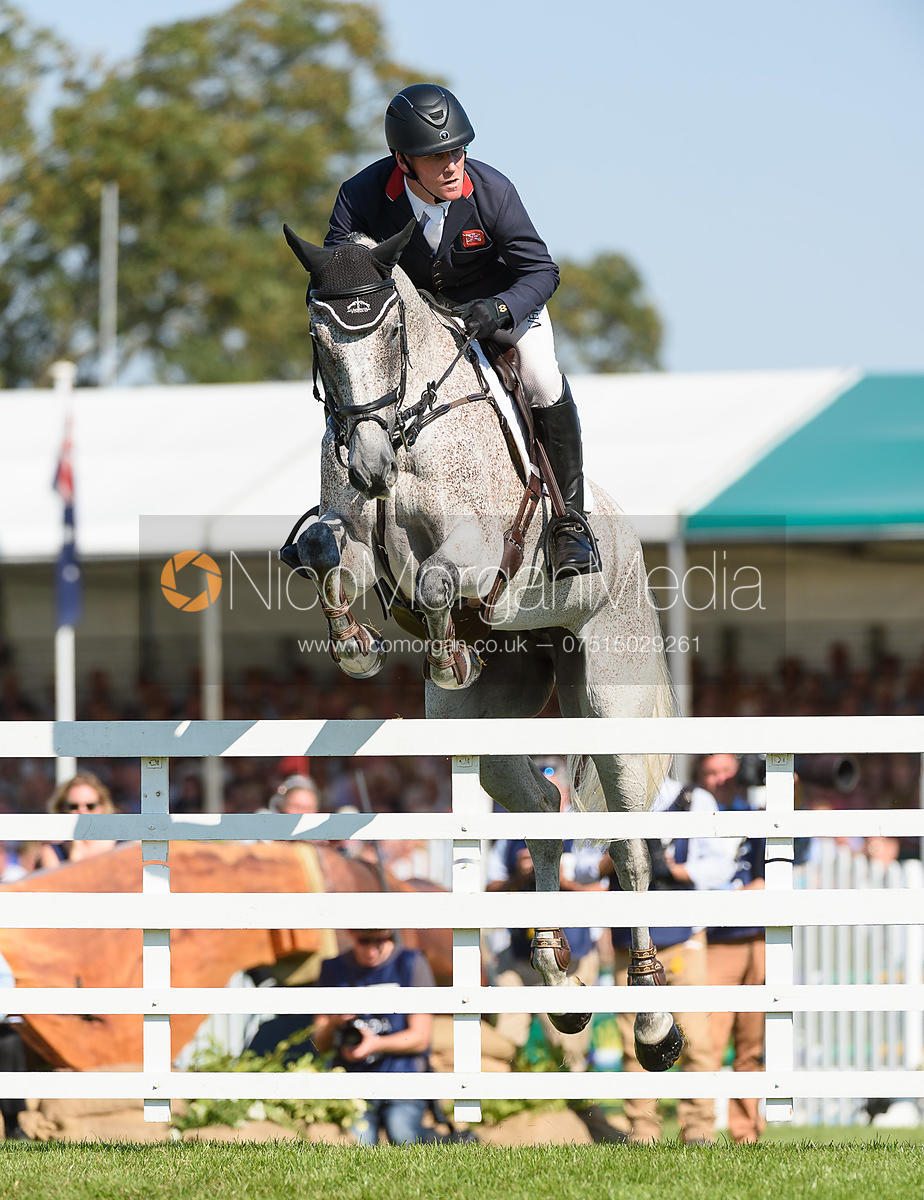 Oliver Townend and BALLAGHMOR CLASS, showjumping phase, Land Rover Burghley Horse Trials 2018