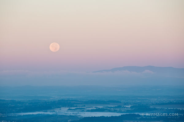 MOONSET SHAENANDOAH VALLEY SHENANDOAH NATIONAL PARK VIRGINIA COLOR