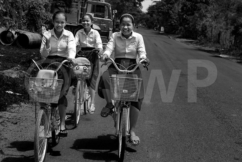 WW_P6643-Cambodia-Student-girls-on-bike