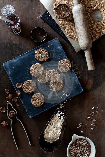 Preparation of no-bake oatmeal cookies