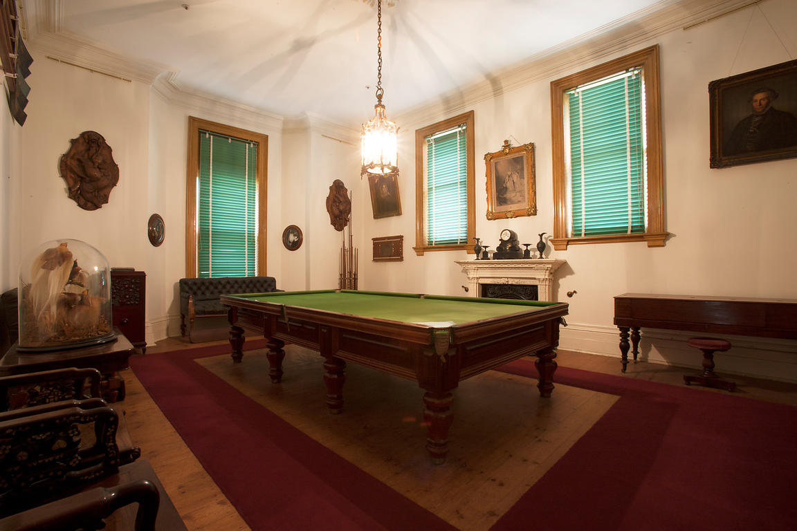 Como House Billiards Room